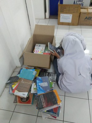 Pengiriman Kelengkapan BI Corner Berupa Buku Sejumlah 350 Eks, TV Dan Komputer, Dr Tim YPPI.