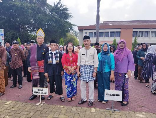 Seni Budaya Dengan Berpakaian Adat Nasional D Kota Bekasi
